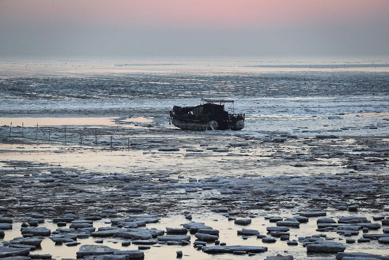 """Des bateaux chinois """"dissimulés"""" suspectés de """"piller"""" les eaux argentines (ONG)"""