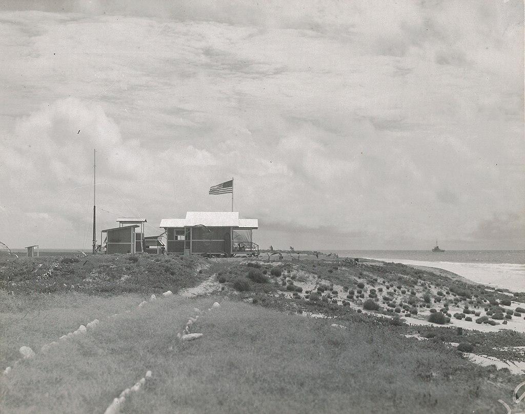 Une vue du petit camp de Baker Island construit sur un coin légèrement en relief afin d'éviter l'inondation en cas de tempête tropicale.