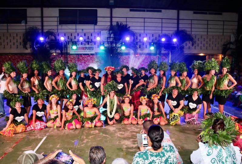 Les 40 danseuses de l'école ont présenté leur premier gala samedi soir à Uturoa.