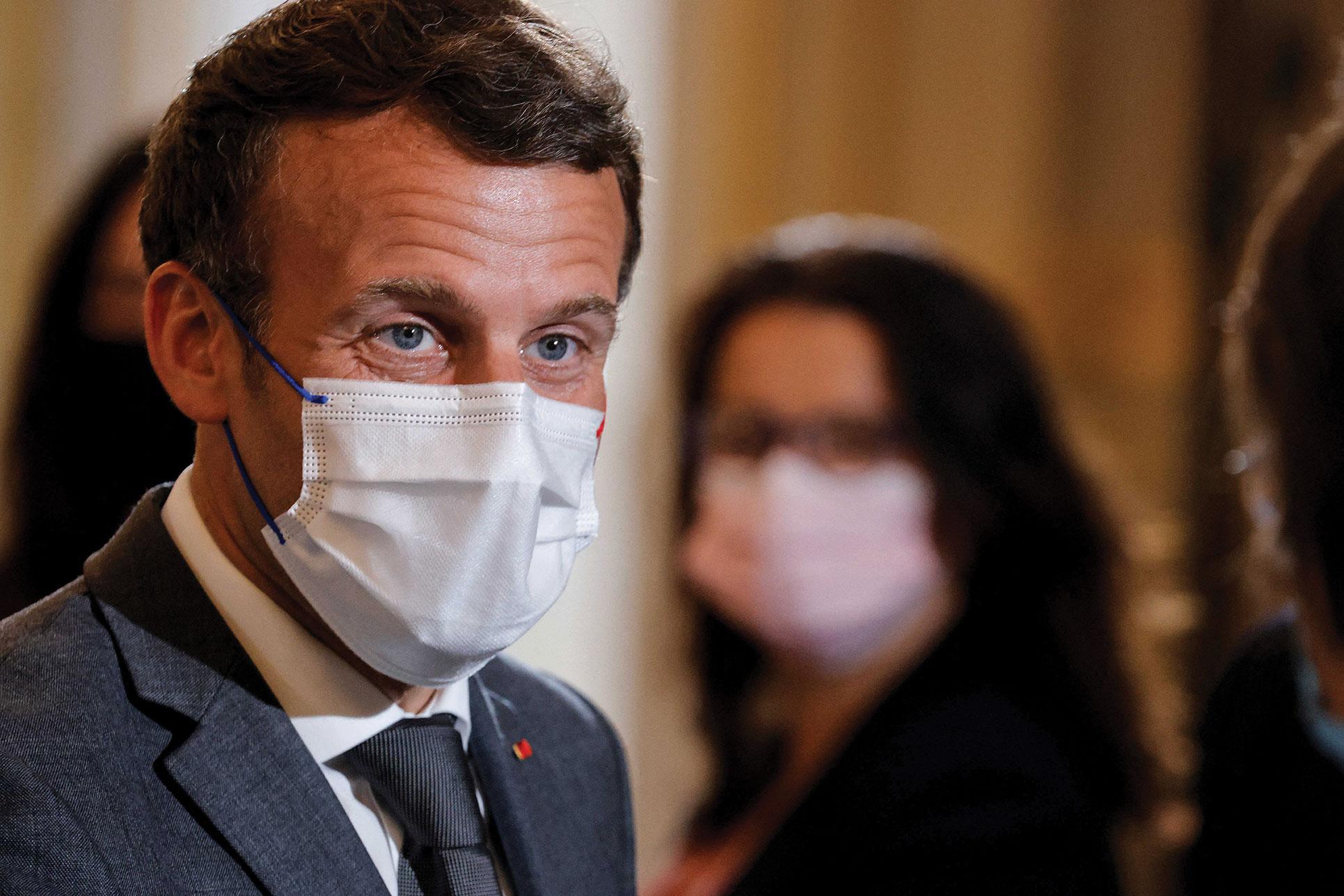 Macron demande un tour de vis sur l'expulsion des étrangers irréguliers