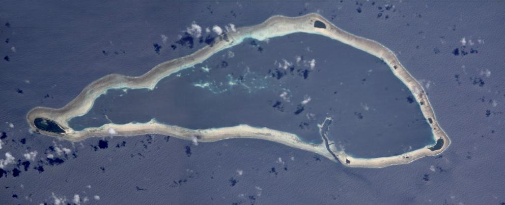 Merci à la NASA pour cette vue aérienne de l'atoll de Sapwuahfik, anciennement Ngatik.