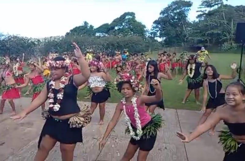 Une fête et des adieux à l'école Namaha 3 de Bora Bora