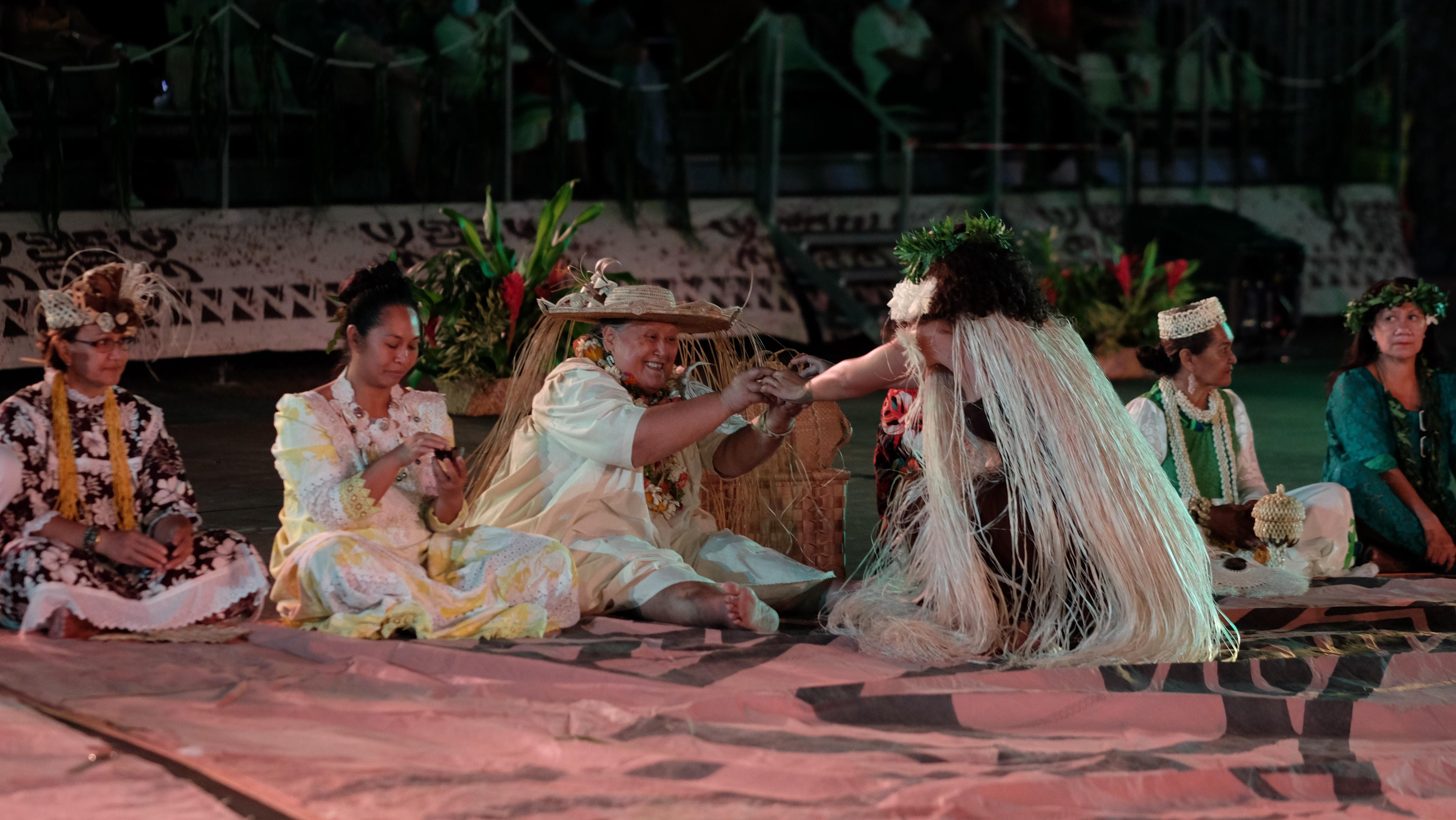 La cérémonie du kava, en présence de l'ensemble des chefs de troupe.