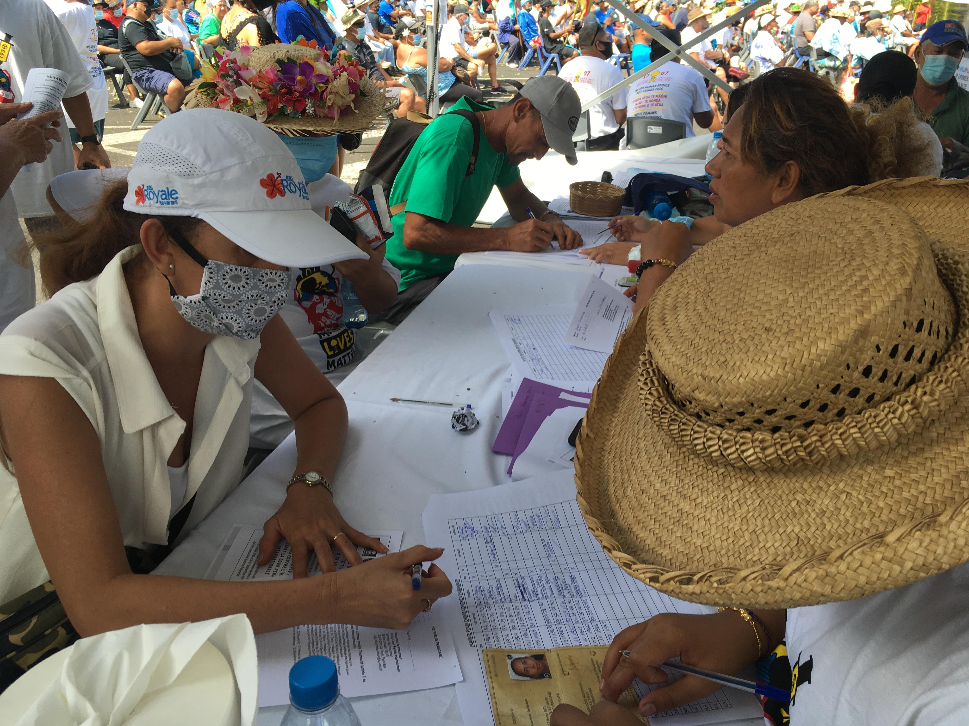 """2 000 manifestants anti-nucléaire à Papeete, un """"succès"""" pour Temaru"""