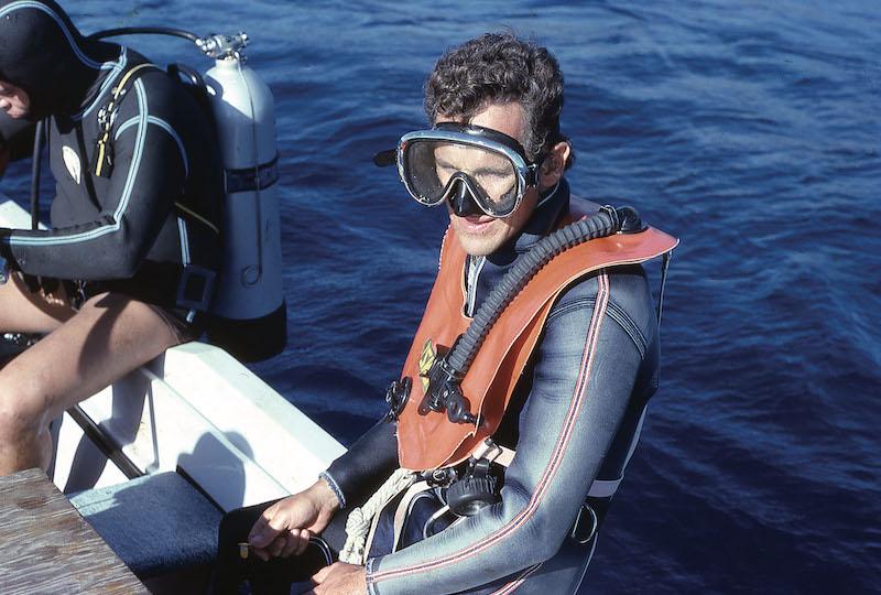Jean-François Chazottes est décédé lundi à l'âge de 88 ans. Il a effectué plus de 12 000 plongées en Polynésie. (© Collection Valérie Louvat-Chazottes)