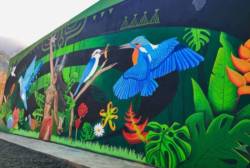 La fresque de 15 mètres est l'œuvre commune de trois artistes polynésiens : Sarah Viault, Rival et Richard Barri. (© FB Viault Affiche Tahiti)