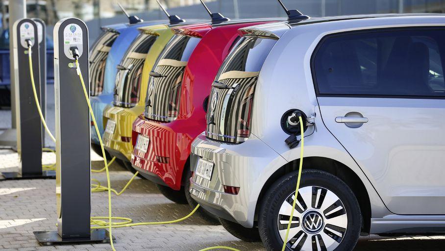 Automobile : les pays qui veulent interdire les moteurs à essence