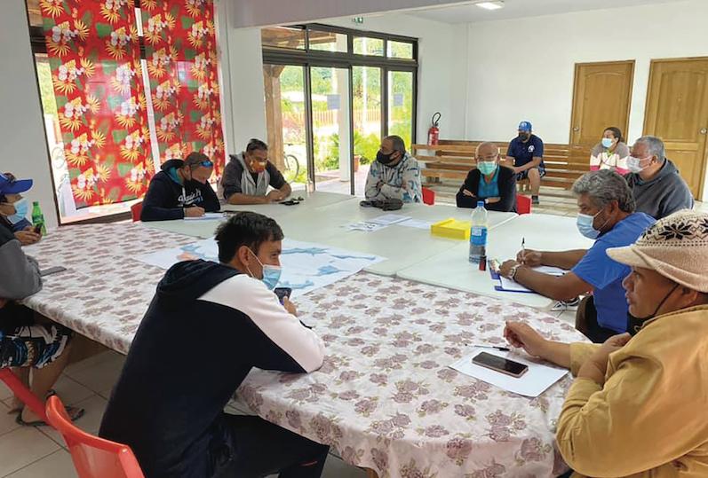 Dimanche matin, une réunion extraordinaire était organisée à la mairie de Rikitea afin d'organiser l'arrivée du Taporo avec à son bord un équipage infecté par le Covid-19. (© Commune des Gambiers)