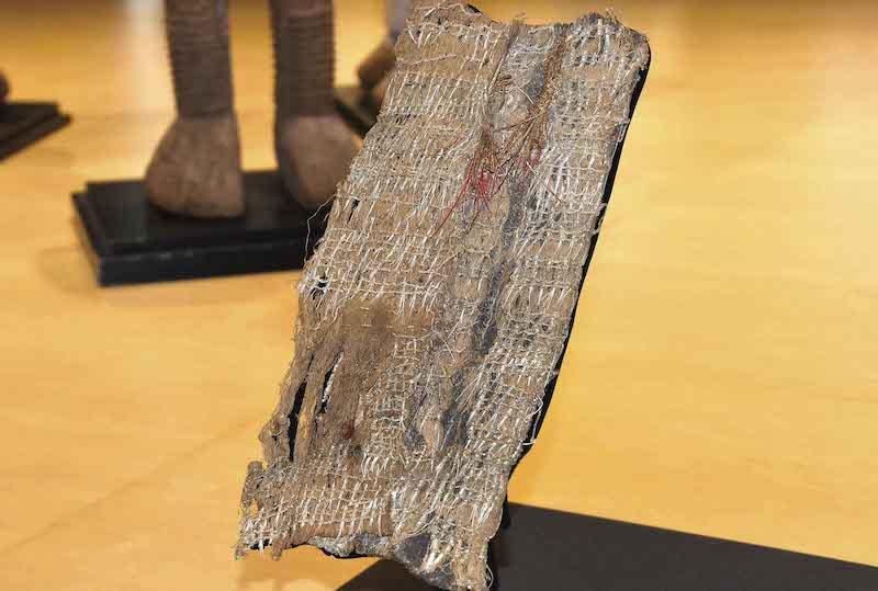 Le fragment du maro'ura, redécouvert dans les réserves du musée du quai Branly, qui lui consacrera une exposition à partir de 19 octobre. À l'époque la pièce entière pouvait mesurer 4 mètres.