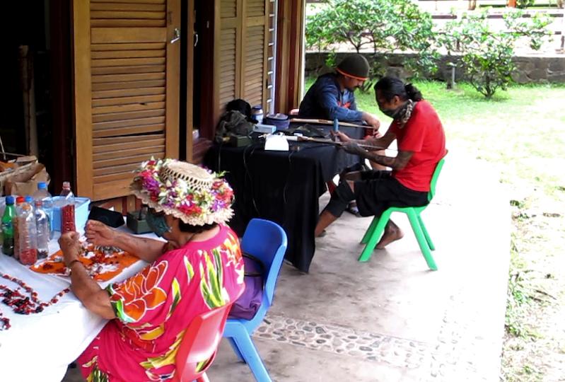 Les artisans souhaitent que soit agrandie la partie extérieure du fare qui sert d'atelier de travail et de démonstration, entre autres.