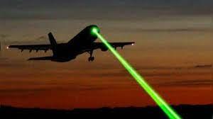 Un homme pointe un laser sur un avion avant d'être interpellé par la gendarmerie