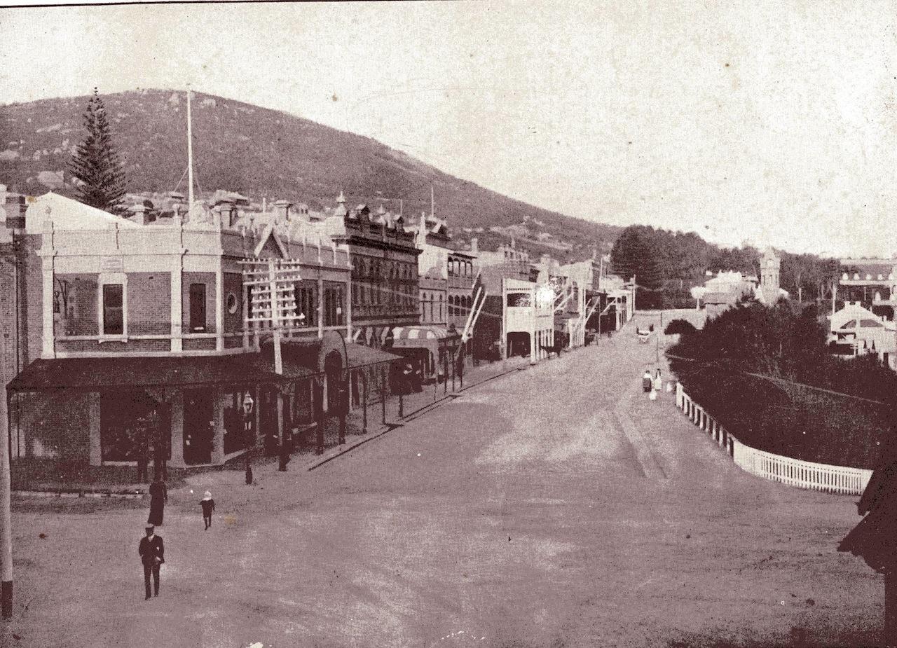 C'est de cette petite ville, Albany, à la pointe sud-ouest de l'Australie, que le marcheur français entreprit de traverser l'île-continent.