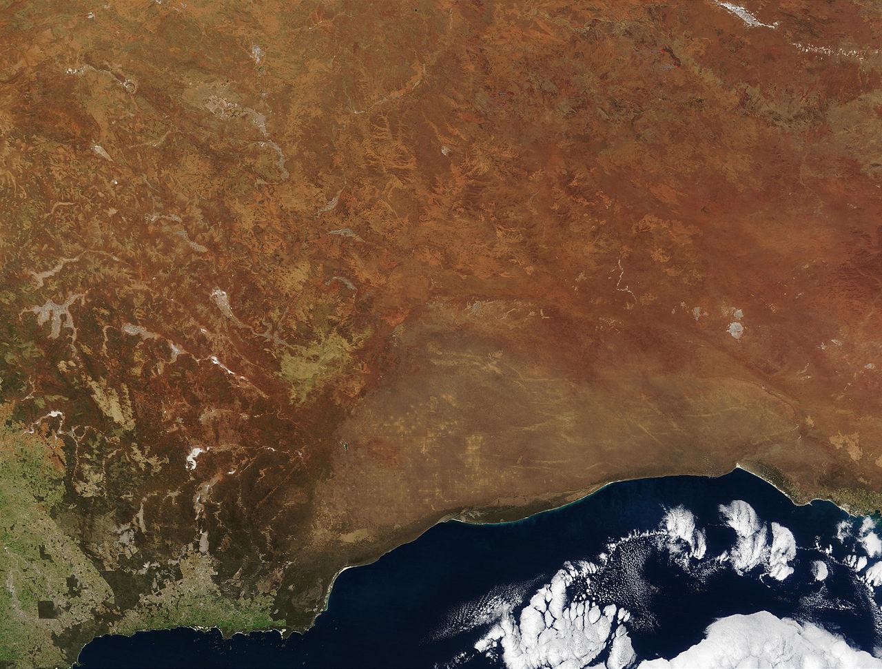 Une vue par satellite du désert de Nullarbor au sud de l'Australie. Il n'y a ni végétation ni eau, ni vie...