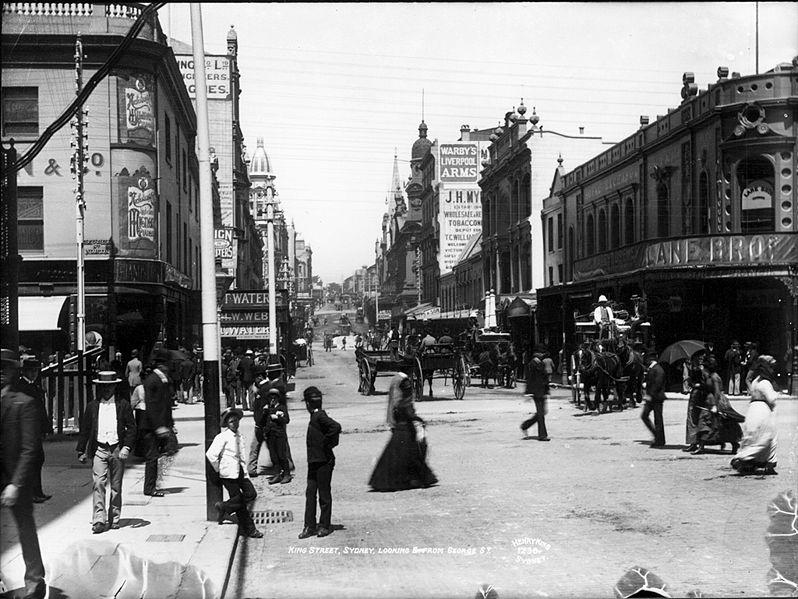 King Street à Sydney; à l'époque, la traversée de la partie désertique du sud de l'Australie valut à Gilbert une certaine admiration de la part de la presse australienne.