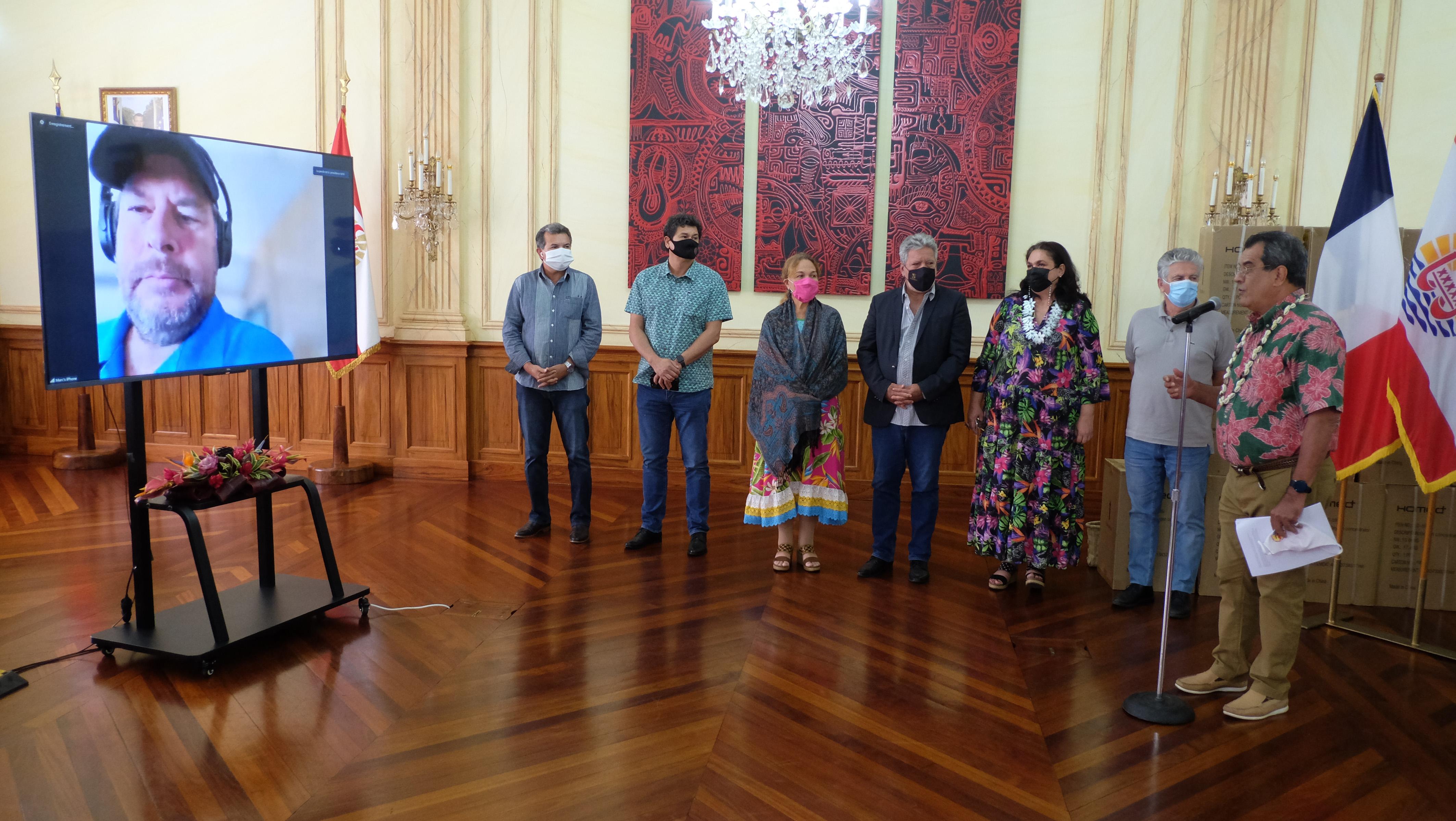 Marc Benioff était en visioconférence avec Édouard Fritch depuis Hawaii.  Le président du Pays a tenu à remercier chaleureusement le mécène américain au nom de l'ensemble de la Polynésie française.