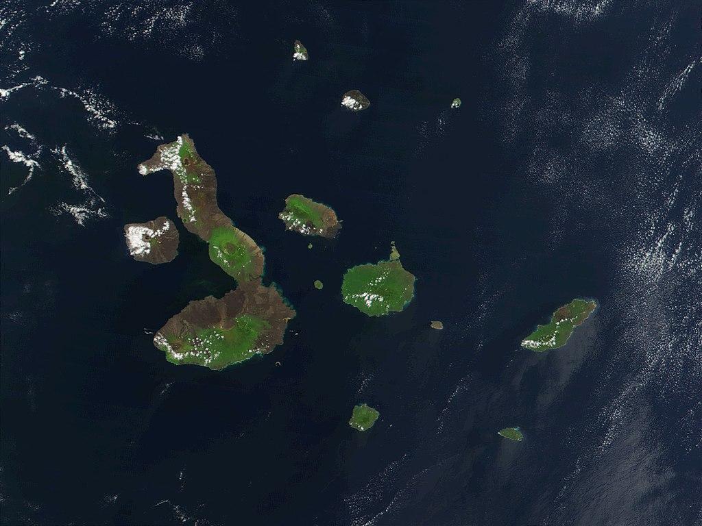 Une vue par satellite de l'archipel des Galápagos où se sont sans doute rendus des hommes relevant de l'autorité de l'Inca Tupac Yupanqui. Ils ne sont très probablement pas allés plus loin contrairement à ce que véhiculent légendes et croyances.
