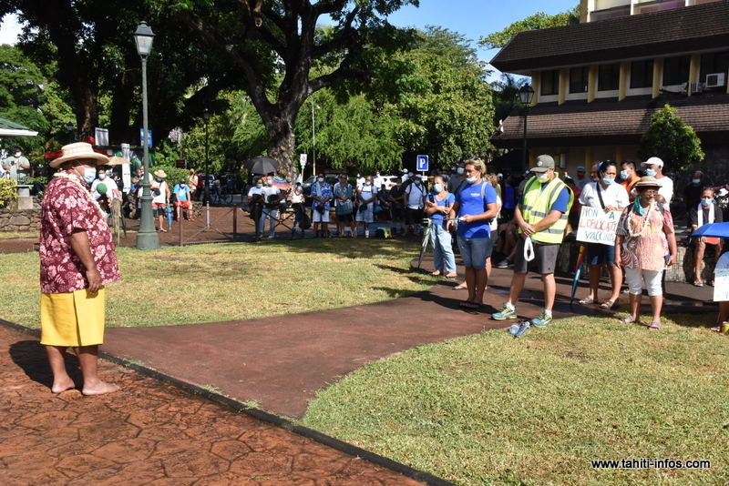 Obligation vaccinale : 500 manifestants devant l'assemblée et des promesses