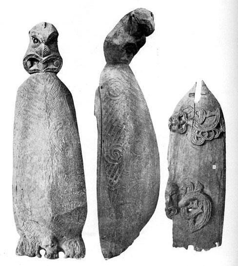 Ces contenants d'origine maorie sont exposés à Melbourne. Ils étaient destinés à accueillir les os de défunts de haut rang, fonction que tint peut-être A'a à Rurutu.