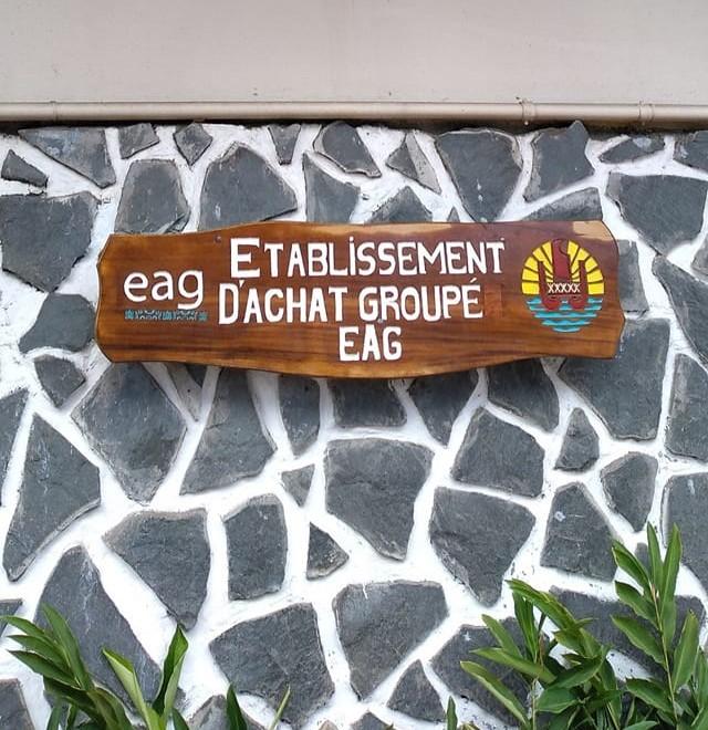 L'Etablissement d'achats groupé, EAG, a pour mission de centraliser les besoins puis de mutualiser les achats publics des établissements scolaires, communes et administrations du Pays.