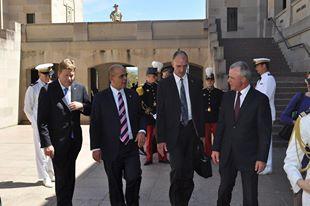 visite de M. Kader ARIF mardi 26 novembre 2013 au mémorial de guerre australien