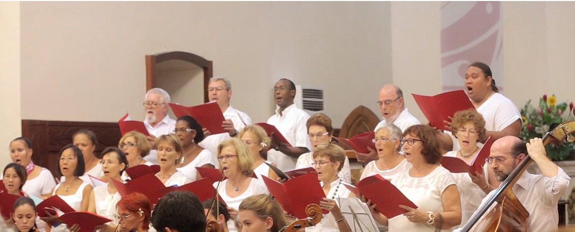 Les chœurs de l' Université fêtent Noël