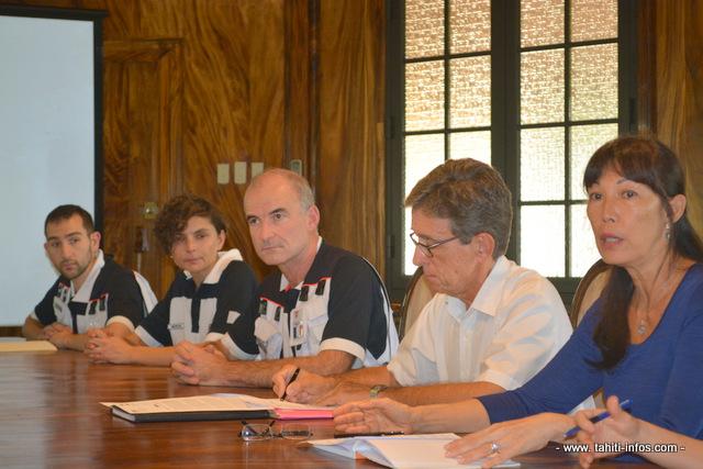 La ministre de la santé Béatrice Chansin avec les trois médecins experts de la mission Eprus arrivés ce dimanche en Polynésie française. La mission d'expertise durera toute la semaine.
