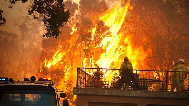 Feu de brousse dans l'ouest de l'Australie: un mort, des dizaines de maisons détruites