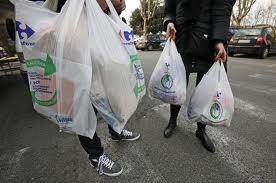 """Des sacs plastique """"biodégradables"""" bientôt interdits? Les industriels furieux"""