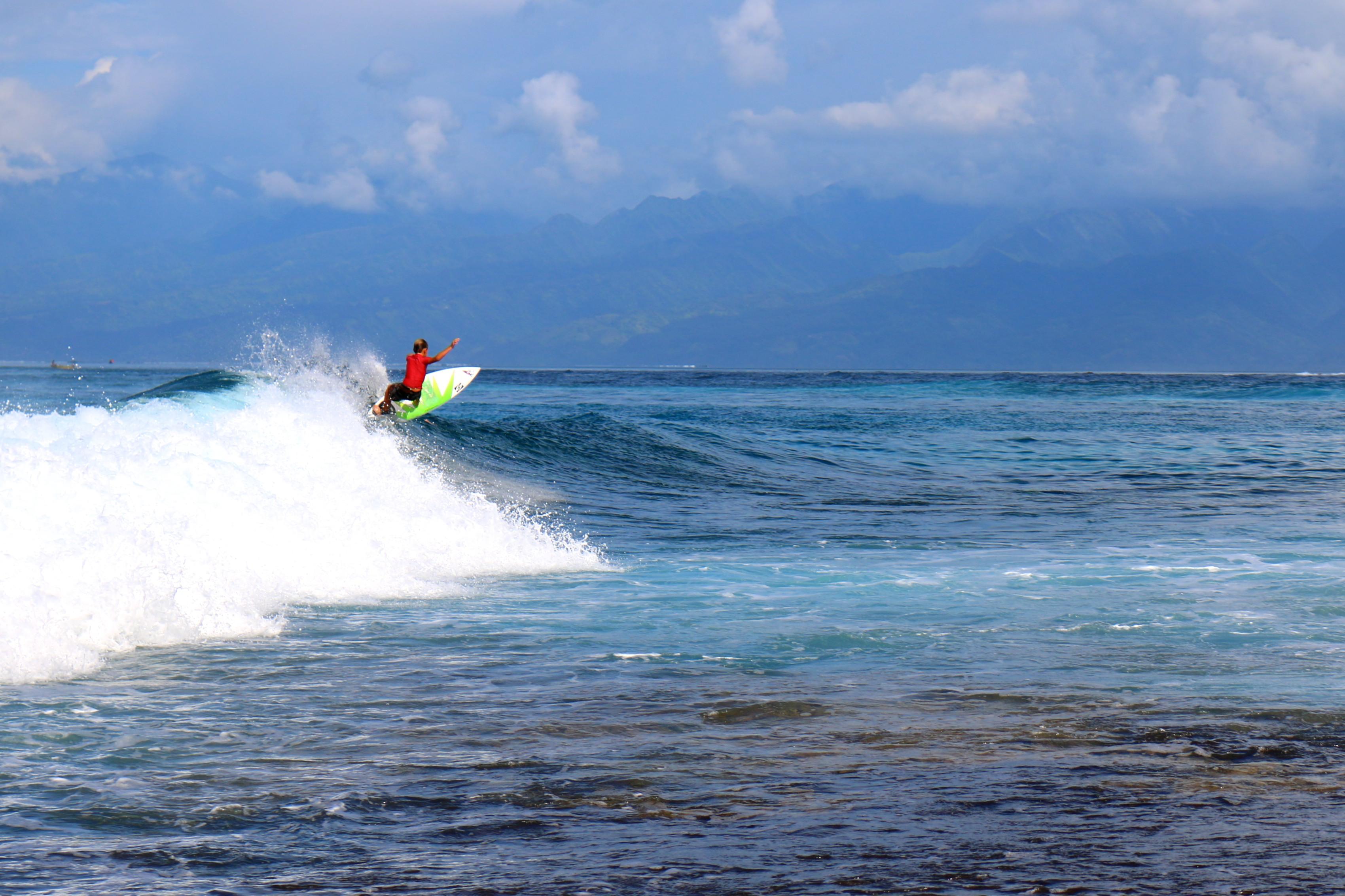 'Surf Camp'– une semaine de découverte du surf de récif à la presqu'île
