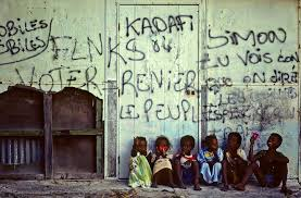 """Dans les """"squats"""" de Nouméa, avoir un toit passe avant l'indépendance"""