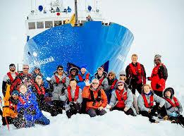 Navire bloqué dans l'Antarctique: arrivée des passagers en Australie