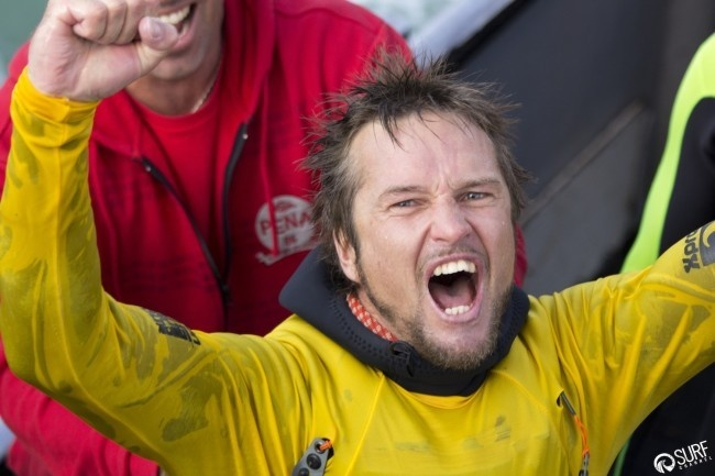 Surf- Grant Baker remporte le Body Glove Mavericks Invitational 2014