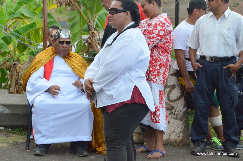 Athanase Teiri en costume d'apparat, le 17 octobre 2013 à Outumaoro