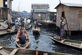 L'école flottante, un îlot d'espoir au milieu du bidonville sur pilotis de Lagos