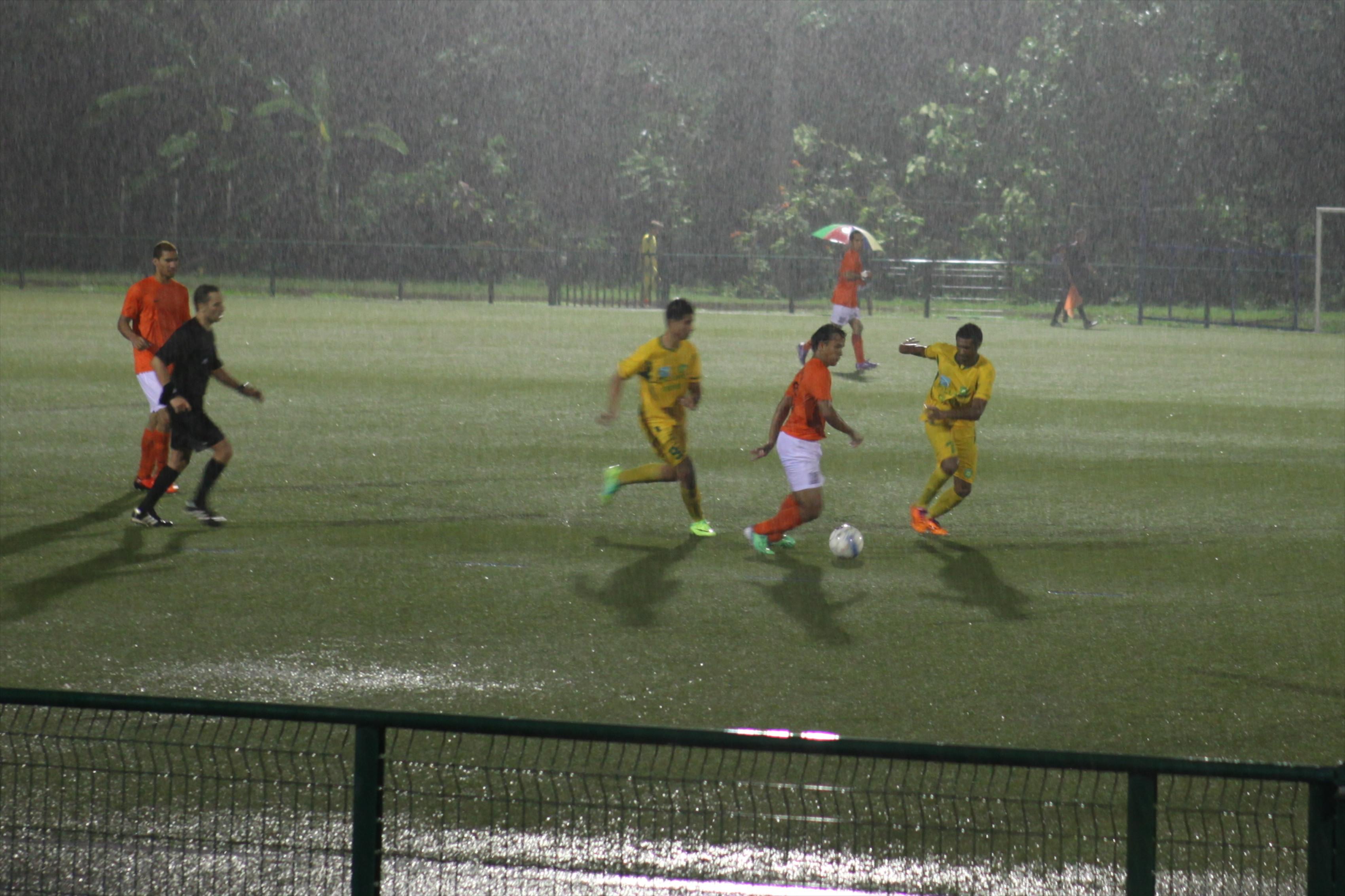 Football – Tefana bat Pirae 4 à 2 sous une pluie battante