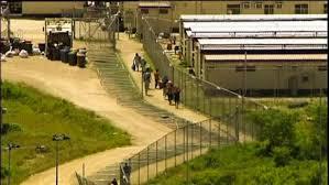 Un mort et 77 blessés dans un centre de rétention australien