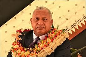 Le chef de Fidji quitte l'armée pour se lancer dans la bataille des urnes