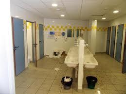 Sale ambiance dans les toilettes d'un tiers des collèges et lycées