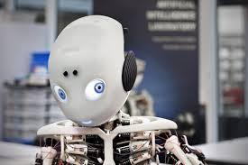 Enfant ou singe, les robots à la conquête du salon high-tech Cebit