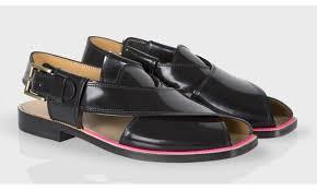 """Les """"sandales pakistanaises"""" Paul Smith à 500 dollars amusent au Pakistan"""