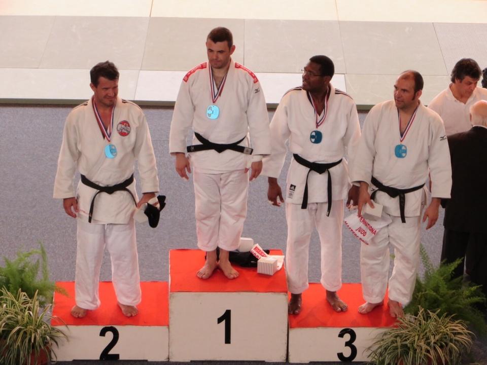 Thierry VITIELLI de l'EJJP de Moorea médaille d'argent au Tournoi Masters international de Tours en judo