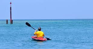 Un Américain aveugle abandonne sa traversée en kayak du détroit de Floride