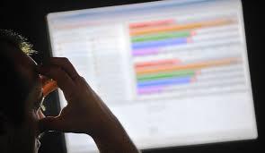 Démantèlement d'un réseau d'escroqueries en ligne: 9 interpellations dans le Nord