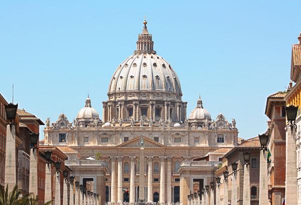Faux contrats d'embauche pour le Vatican
