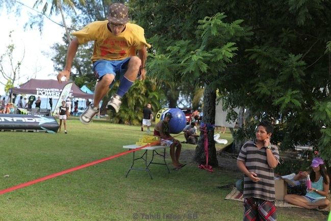'Slackline' - une nouvelle discipline à Tahiti