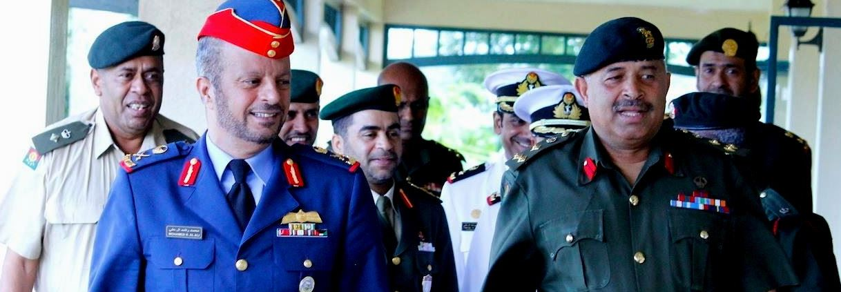 Le Général de Brigade Mosese Tikoitoga, commandant des forces armées fidjiennes et le Général de division Mohammad Rashid Obaid Al Ali, chef d'État Major des forces armées des EAU (United Arab Emirates Armed Forces). (Source photo : Ministère fidj