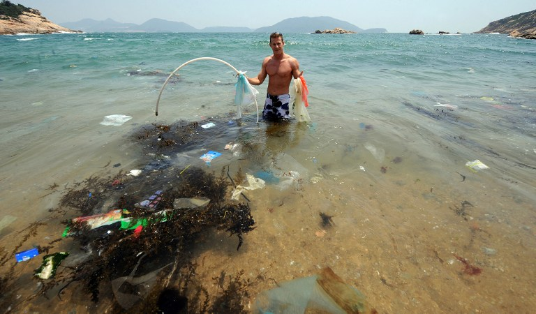 Des micro-fragments de plastique pollueraient 88% de la surface des océans