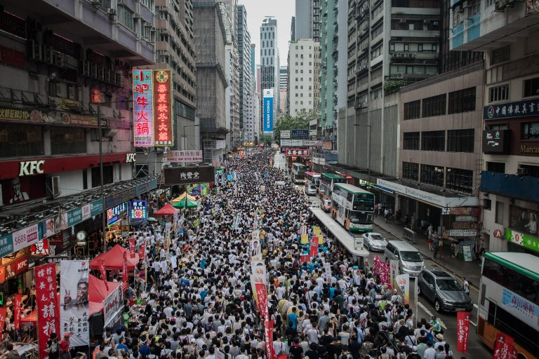 Hong Kong: Près de 800.000 participants au référendum sur la liberté de vote