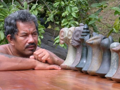 L'un des meilleurs sculpteurs sur pierre fleurie, Tony Tereino et ses chefs d'œuvres.