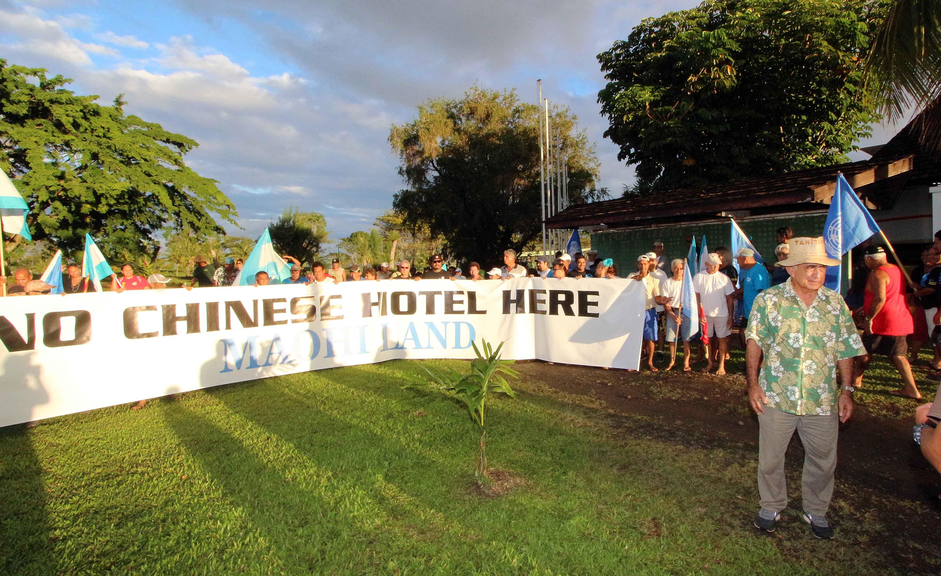 La manifestation ce jeudi sur le golf d'Atimaono.
